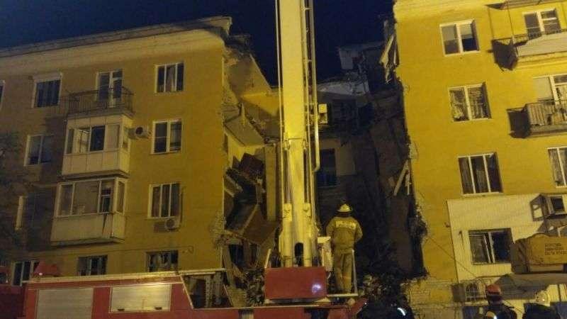 В Волгограде поисковые работы на обрушившимся жилом доме продолжались всю ночь