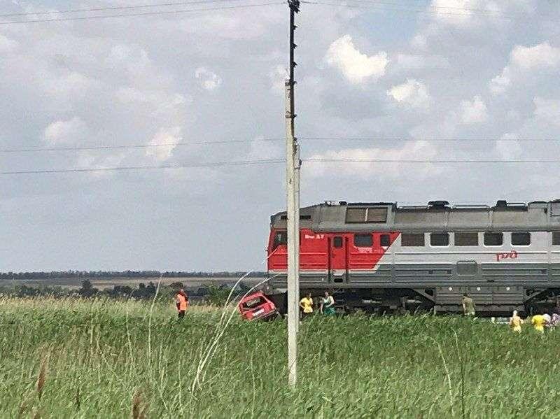 В Городищенском районе поезд протаранил легковушку