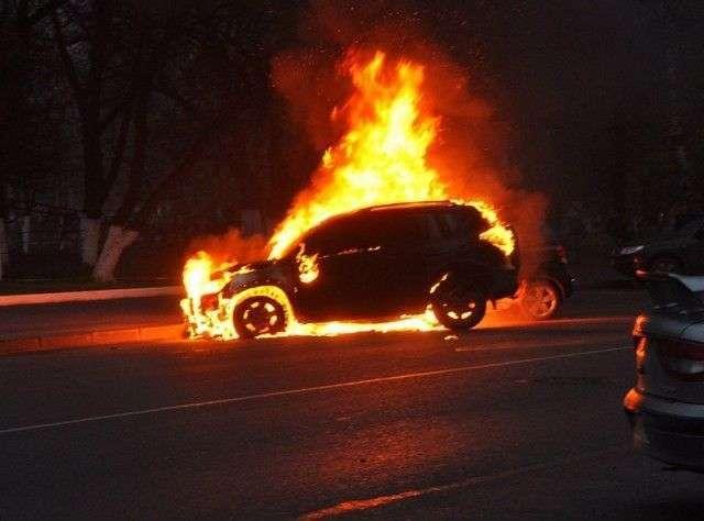 Ночью в Волгограде сгорела очередная иномарка