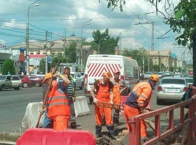 Автомобилистов Волгограда предупреждают о торчащих люках