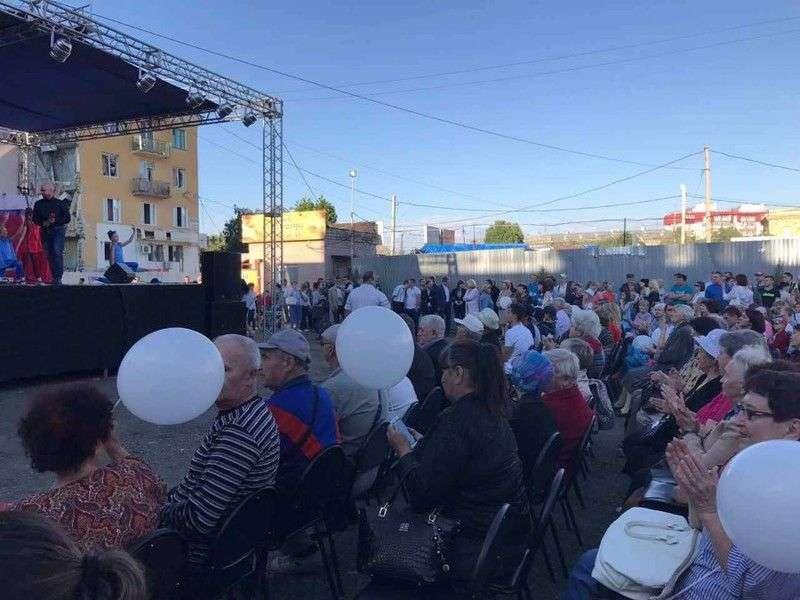 В Волгограде состоялся концерт в поддержку жильцов пострадавшего дома