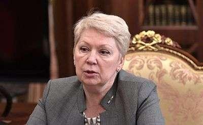 Васильева предложила сократить количество учебников в школах