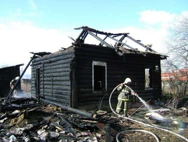За смерть трех сгоревших в пожаре маленьких детей под Волгоградом ответит их отец
