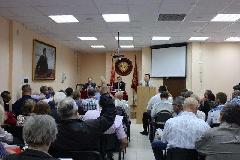 В Волгограде коммунистам представили временного лидера