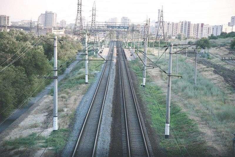 В Волгограде мужчину переехал поезд