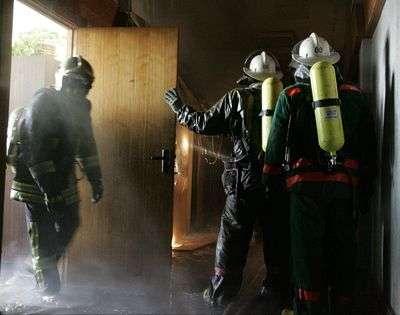 В Волгограде пожарные тушили пожар в девятиэтажке