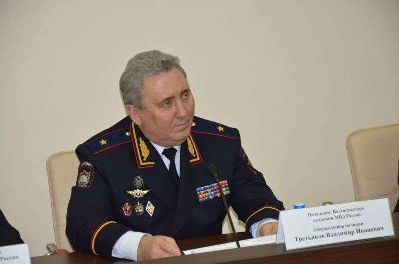 В Волгограде начальство академии МВД пообещало разобраться в истории с выпускным