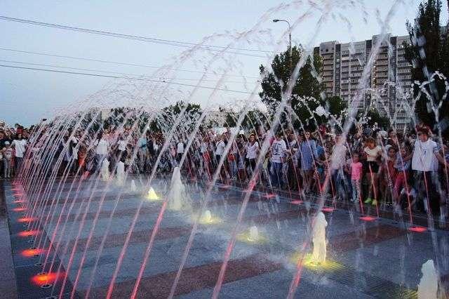 В Красноармейском районе торжественно открыли новый фонтан
