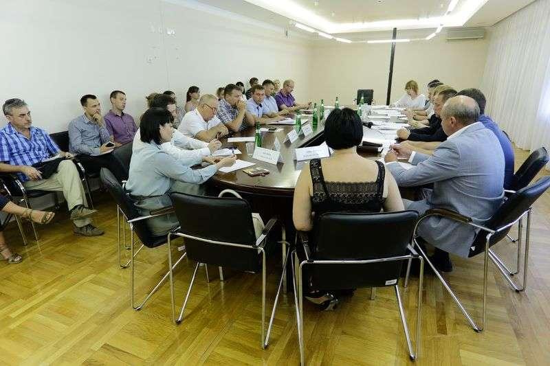 Волгоградские власти пригласили на встречу не всех обманутых дольщиков