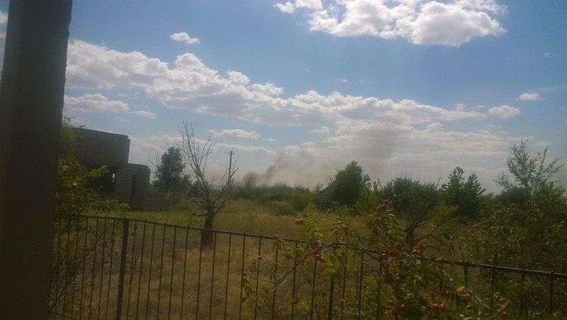 Возле дачного массива в Дубовском районе на большой территории бушует пожар