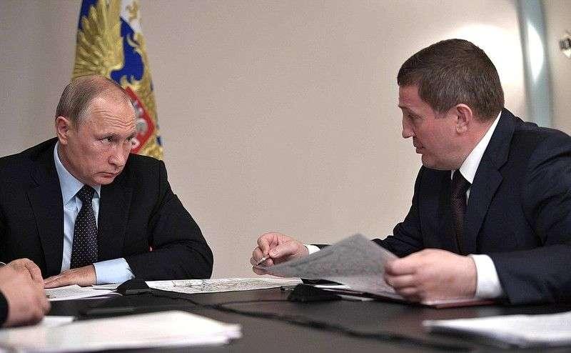 Андрей Бочаров озвучил президенту версию о поджогах в регионе