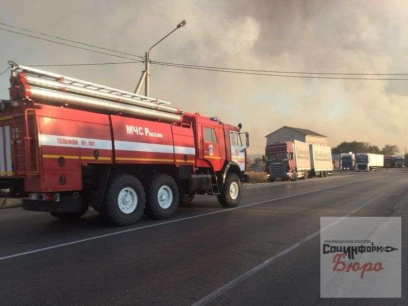 Очевидцы сообщают о ликвидации пожара в Дубовском районе. ВИДЕО