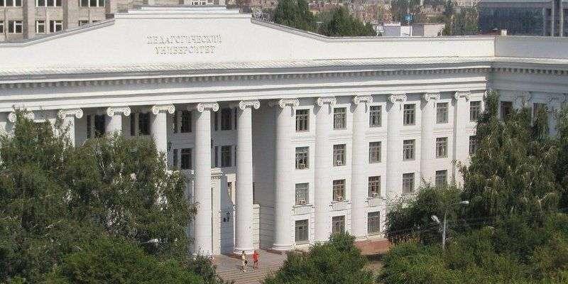 В Волгограде на стадионе ВГСПУ уборочная техника задела газовую трубу