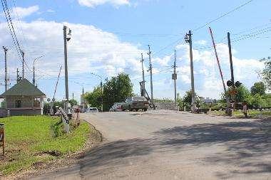 В столкновении легковушки и локомотива погиб водитель