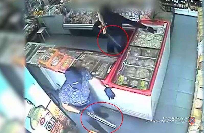 В Волгограде разыскивают предполагаемого главаря банды налетчиков с бензорезом
