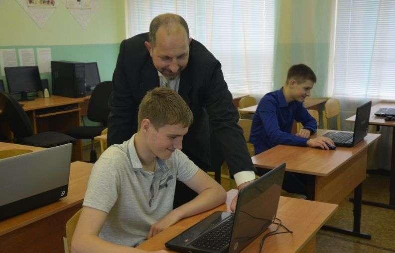 Педагоги среднетехнического образования получат по 5 тысяч
