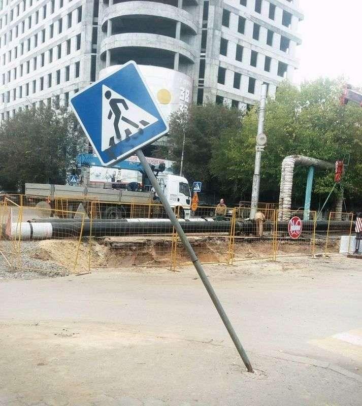Жители Ворошиловского района жалуются на поврежденные знаки «Пешеходный переход»