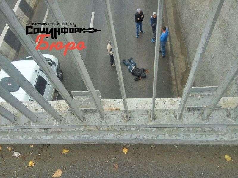 На развязке у ТРЦ «Акварель» мужчина спрыгнул в тоннель