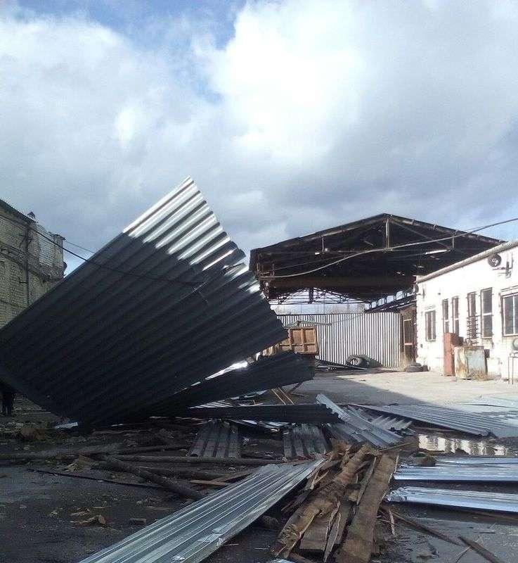 Волгоградцы делятся в соцсетях последствиями ураганного ветра