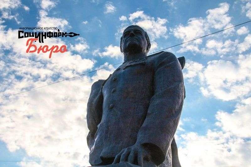В Волгограде памятнику Жукову придали первозданный вид