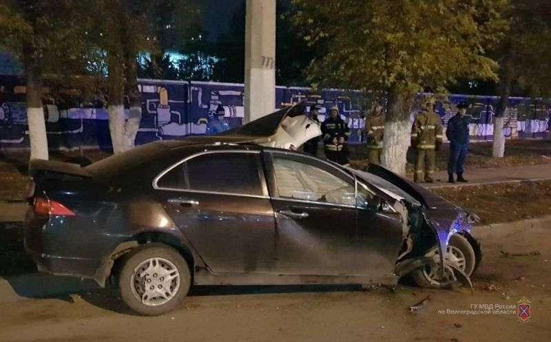 Ночью волгоградец на «Хонда Аккорд» врезался в столб и погиб