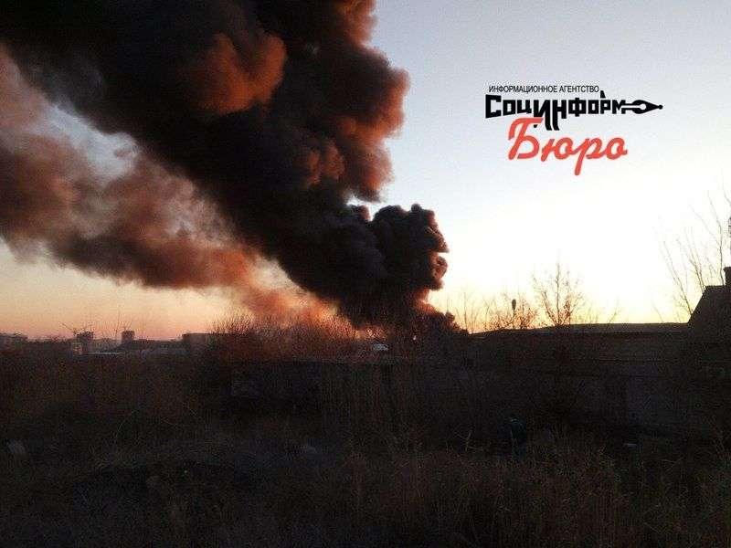 В Дзержинском районе горит склад лакокрасочных изделий. ФОТО