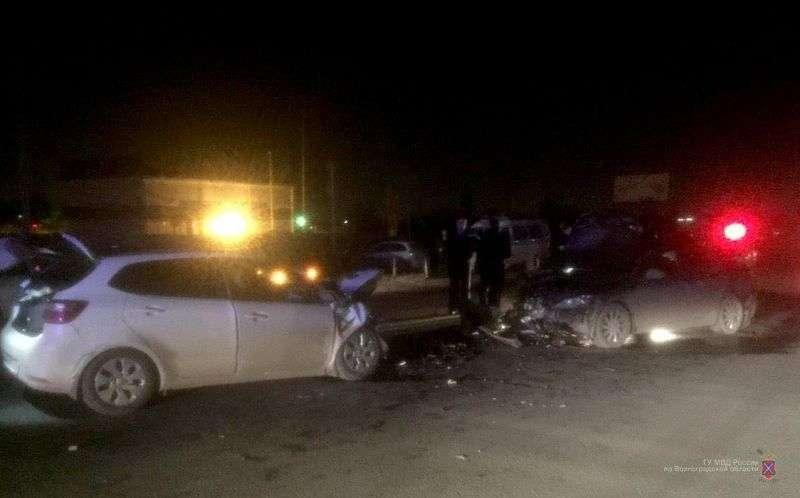 Пьяный водитель «Мазда» устроил тройное ДТП в Ворошиловском районе