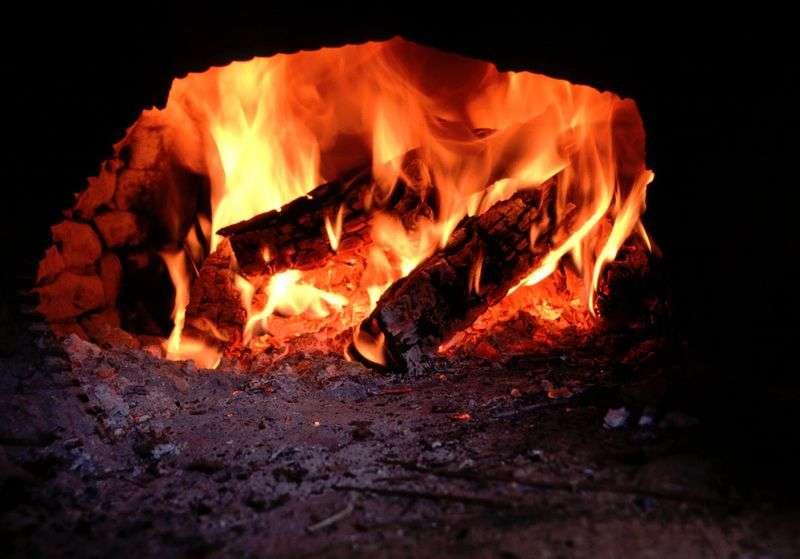 Под Волгоградом пожилая пара погибла в доме с раскаленной печкой