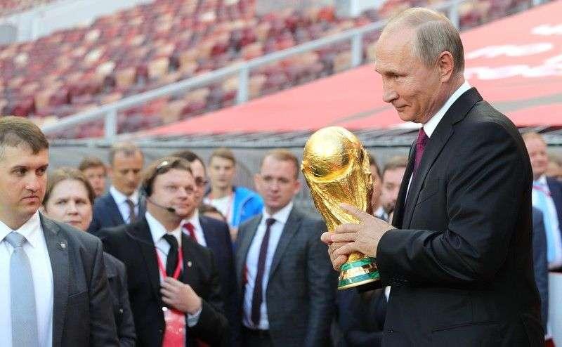 В Волгоград привезут кубок Чемпионата мира по футболу FIFA