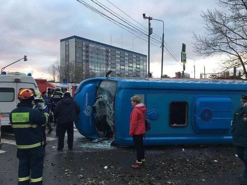 В Москве в ДТП с участием маршрутки пострадали девять человек