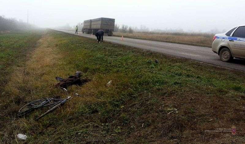 В Волгоградской области разыскивают водителя КАМАЗа, насмерть сбившего велосипедиста