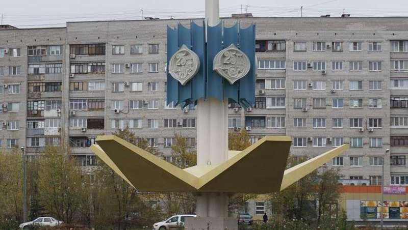 В Волжском привели в порядок монумент на площади Труда