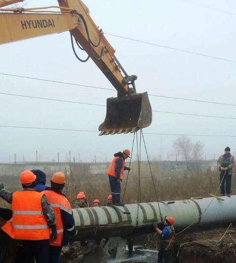На юге Волгограда коммунальщики устранили крупную течь