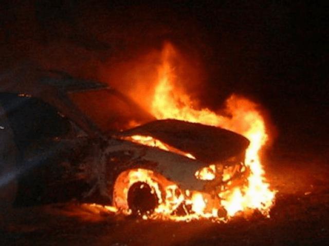 Ночью в центре Волгограда неизвестные сожгли Volvo