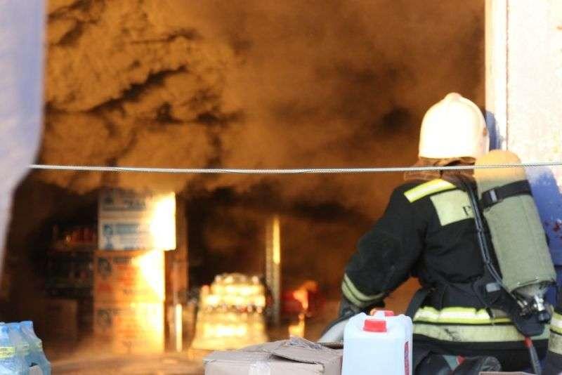 В Волгограде открытое горение на складе лакокрасочных материалов ликвидировано