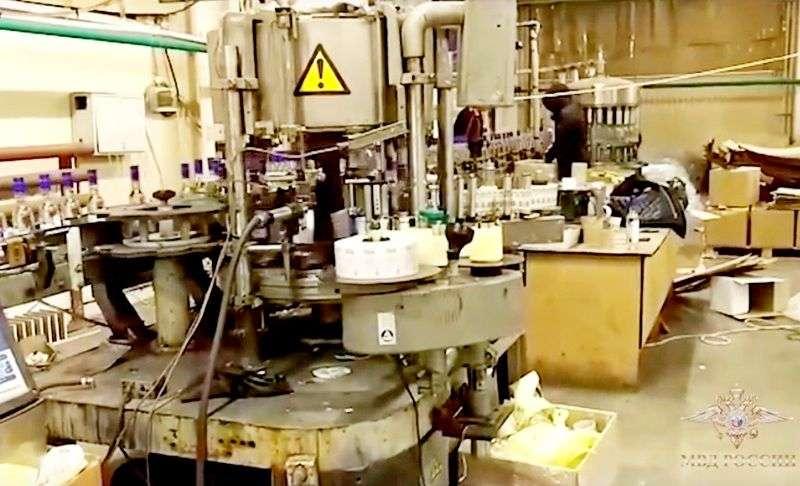 Ликвидирован подпольный цех по производству «левой» водки. Видео