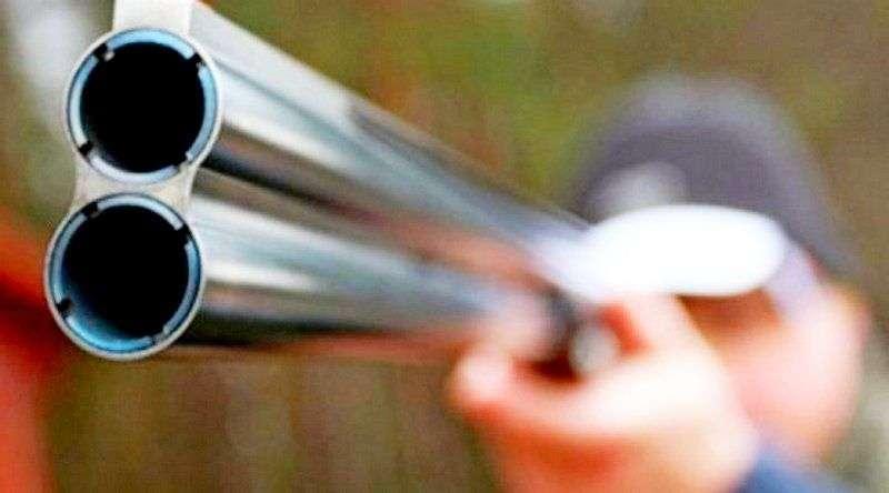 В Иловлинском районе загонщик случайно выстрелил в глаз охотнику