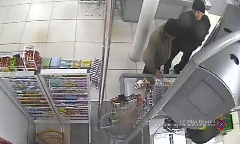 Полиция разыскивает похитителя банковской карты жителя Волжского