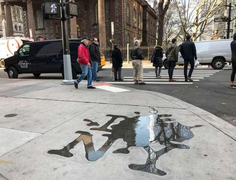 Волгоградский художник оставил лужу в Нью-Йорке