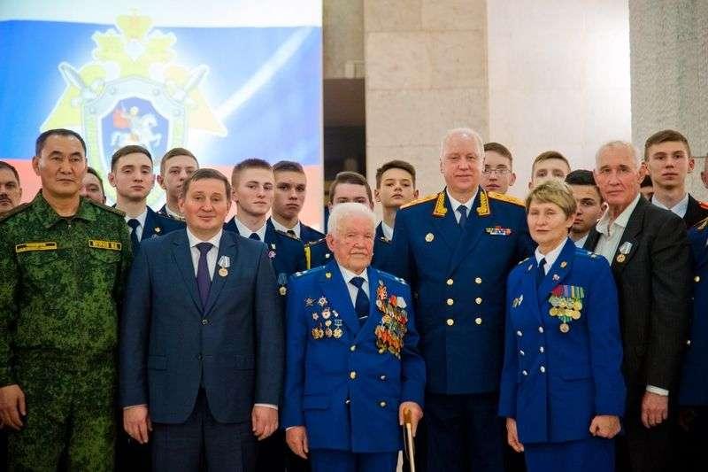 Александр Бастрыкин вручил Андрею Бочарову медаль