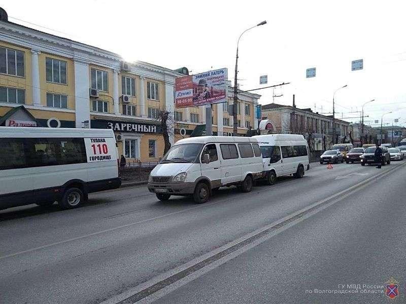 В Ворошиловском районе столкнулись две маршрутки: есть пострадавший