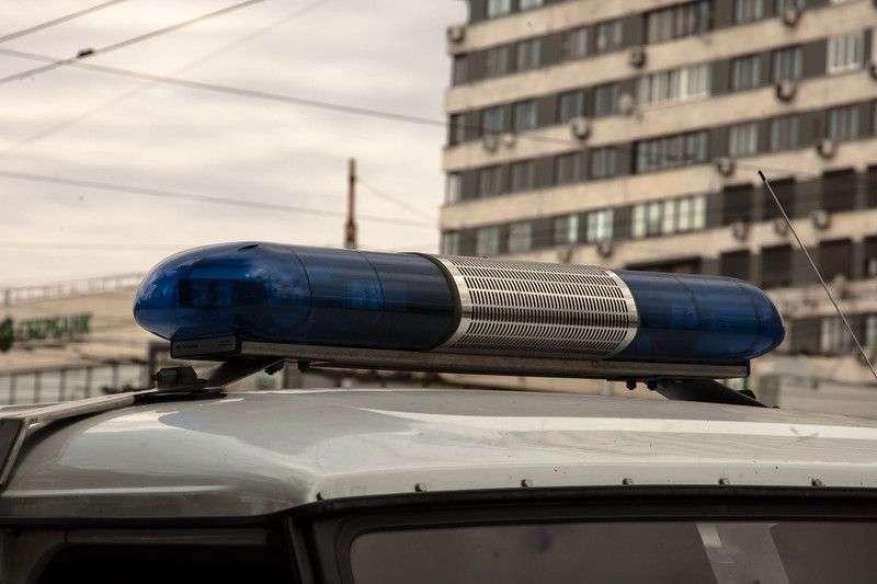 В Волжском прохожий вырвал из рук женщины кошелек со 112 тысячами рублей