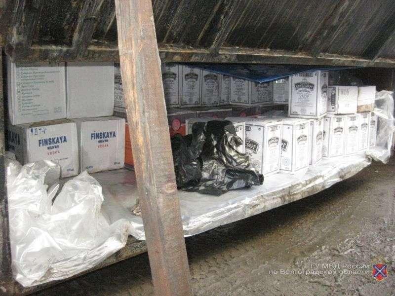 Полиция Камышина задержала владельца грузовика с алкоголем