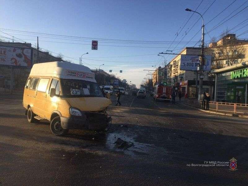 В центре Волгограда в тройном ДТП пострадали люди