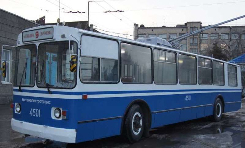 В Волгограде покрасили старые троллейбусы