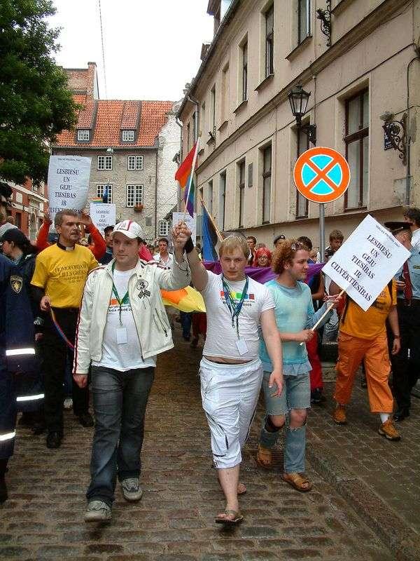 Житель Волгограда требует легализовать в России однополые браки