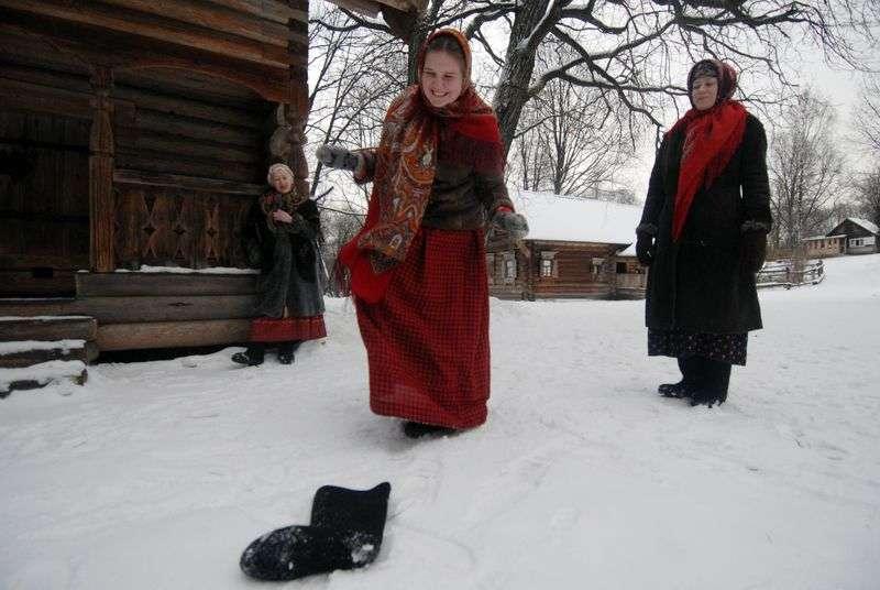 Волгоградцам рассказали, как правильно гадать во время святочных дней, которые проходят с 6 по 19 января.