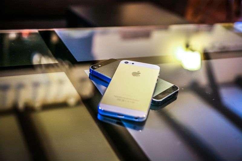 Больше половины россиян считают, что проверять телефон любимого человека неэтично