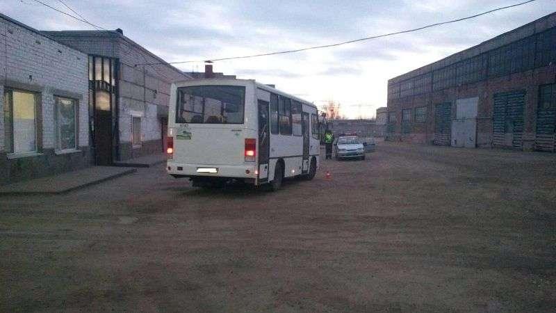 Работника автопарка сбил автобус на юге Волгограда