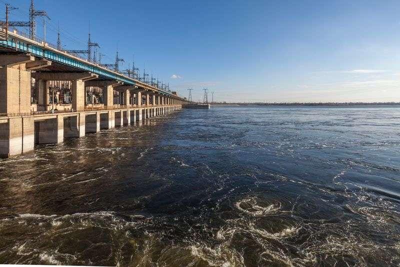 Волжская ГЭС продолжает повышенный сброс воды